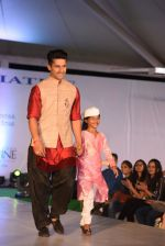 at Archana Kochhar fashion show in Mumbai on 25th Nov 2016 (40)_58396e9df3e5e.jpg