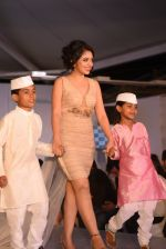 at Archana Kochhar fashion show in Mumbai on 25th Nov 2016 (46)_58396ea68fb1e.jpg