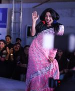at Archana Kochhar fashion show in Mumbai on 25th Nov 2016 (65)_58396ec070fad.jpg