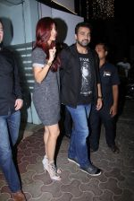 Shilpa Shetty, Raj Kundra snapped in Mumbai on 26th Nov 2016 (10)_583a86fc55319.JPG