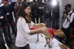 Soha Ali Khan at Pet adoptation on 26th Nov 2016 (70)_583a8656ccb11.JPG