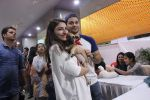 Soha Ali Khan, Kunal Khemu at Pet adoptation on 26th Nov 2016 (34)_583a8663d9705.JPG