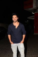 Varun Dhawan snapped at PVR on 26th Nov 2016 (5)_583a8718b0862.JPG