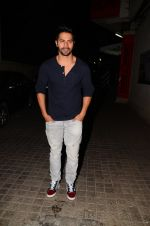 Varun Dhawan snapped at PVR on 26th Nov 2016 (7)_583a871a10dd2.JPG