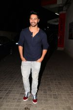 Varun Dhawan snapped at PVR on 26th Nov 2016 (9)_583a871b67f32.JPG