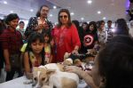 Farah Khan at pet adoption in Mumbai on 27th Nov 2016 (18)_583bdc2ccb97e.jpg
