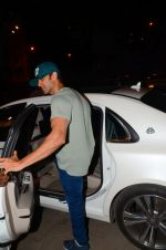 Hrithik Roshan snapped leaving recording studio on 27th Nov 2016 (3)_583bd67f4e170.JPG