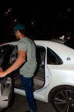 Hrithik Roshan snapped leaving recording studio on 27th Nov 2016 (4)_583bd67fde337.JPG