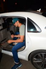 Hrithik Roshan snapped leaving recording studio on 27th Nov 2016 (5)_583bd680768e4.JPG