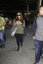 Neha Dhupia snapped at airport on 27th Nov 2016 (17)_583bd5f18e3ee.JPG