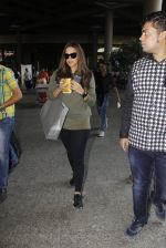 Neha Dhupia snapped at airport on 27th Nov 2016 (18)_583bd5f225b52.JPG