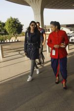 Parineeti Chopra snapped at airport on 27th Nov 2016 (43)_583bd60f951d0.JPG