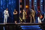 Ranveer Singh and Vaani Kapoor on the sets of Super Dancer on 27th Nov 2016 (114)_583bdd6553120.JPG