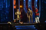 Ranveer Singh and Vaani Kapoor on the sets of Super Dancer on 27th Nov 2016 (122)_583bdd6825f5f.JPG