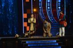 Ranveer Singh and Vaani Kapoor on the sets of Super Dancer on 27th Nov 2016 (123)_583bde1617380.JPG