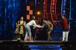 Ranveer Singh and Vaani Kapoor on the sets of Super Dancer on 27th Nov 2016 (125)_583bde16a2abd.JPG
