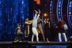Ranveer Singh and Vaani Kapoor on the sets of Super Dancer on 27th Nov 2016 (127)_583bdd697e992.JPG