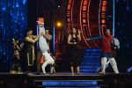 Ranveer Singh and Vaani Kapoor on the sets of Super Dancer on 27th Nov 2016 (131)_583bde186638c.JPG