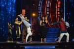Ranveer Singh and Vaani Kapoor on the sets of Super Dancer on 27th Nov 2016 (132)_583bdd6bb4f30.JPG