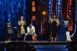 Ranveer Singh and Vaani Kapoor on the sets of Super Dancer on 27th Nov 2016 (133)_583bde190a1c3.JPG