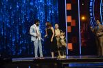 Ranveer Singh and Vaani Kapoor on the sets of Super Dancer on 27th Nov 2016 (135)_583bde19b8e1b.JPG