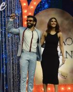Ranveer Singh and Vaani Kapoor on the sets of Super Dancer on 27th Nov 2016 (74)_583bdd63a4289.JPG