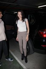 Sherlyn Chopra snapped at airport on 27th Nov 2016 (28)_583bd6c4e91a0.JPG