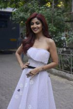Shilpa Shetty on the sets of Super Dancer on 27th Nov 2016 (44)_583bddd04241b.JPG