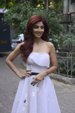 Shilpa Shetty on the sets of Super Dancer on 27th Nov 2016 (39)_583bddccba383.JPG