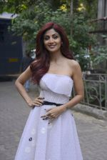 Shilpa Shetty on the sets of Super Dancer on 27th Nov 2016 (42)_583bddcee4dd4.JPG