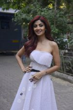 Shilpa Shetty on the sets of Super Dancer on 27th Nov 2016 (43)_583bddcf92c6f.JPG