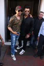 Sidharth Malhotra, Karan Johar on a lunch date on 27th Nov 2016 (18)_583bd7480797f.jpg