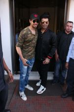 Sidharth Malhotra, Karan Johar on a lunch date on 27th Nov 2016 (20)_583bd7493a16b.jpg