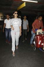 Sonal Chauhan snapped at Airport on 27th Nov 2016 (25)_583bce791aefa.JPG