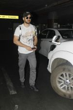 Sooraj Pancholi snapped at Airport on 27th Nov 2016 (20)_583bce843e06e.JPG