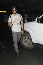 Sooraj Pancholi snapped at Airport on 27th Nov 2016 (21)_583bce850c582.JPG