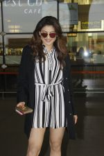 Urvashi Rautela snapped at Airport on 27th Nov 2016 (2)_583bce9368d6e.JPG