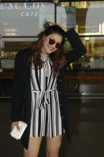Urvashi Rautela snapped at Airport on 27th Nov 2016 (3)_583bce940f3cd.JPG