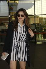 Urvashi Rautela snapped at Airport on 27th Nov 2016 (4)_583bce948d93f.JPG