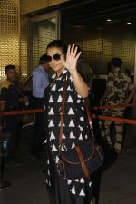 Vidya Balan snapped at Airport on 27th Nov 2016 (11)_583bce9d4ab66.JPG