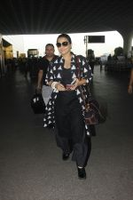 Vidya Balan snapped at Airport on 27th Nov 2016 (12)_583bce9dd9bda.JPG
