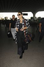 Vidya Balan snapped at Airport on 27th Nov 2016 (13)_583bce9e68576.JPG