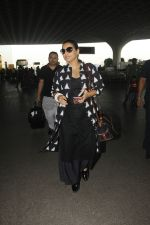 Vidya Balan snapped at Airport on 27th Nov 2016 (14)_583bce9ee6889.JPG