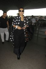 Vidya Balan snapped at Airport on 27th Nov 2016 (17)_583bcea0900b1.JPG