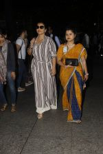 Vidya Balan snapped at airport on 27th Nov 2016 (48)_583bd646dc113.JPG