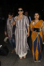 Vidya Balan snapped at airport on 27th Nov 2016 (49)_583bd64773ce0.JPG