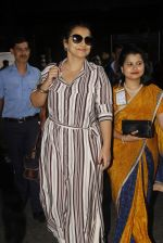 Vidya Balan snapped at airport on 27th Nov 2016 (56)_583bd64b986a9.JPG