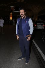 Vivek Oberoi snapped at airport on 27th Nov 2016 (40)_583bd6d4d8dde.JPG