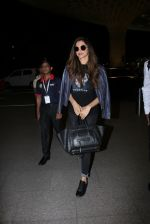 Deepika Padukone snapped at airport on 28th Nov 2016 (14)_583d184edcab5.JPG