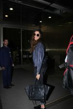 Deepika Padukone snapped at airport on 28th Nov 2016 (15)_583d185038e3a.JPG